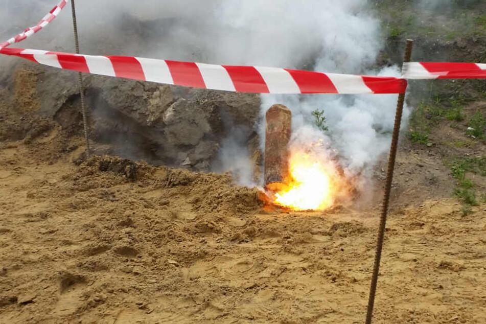 So wie diese Brandgranate entzündete sich auch die Phosphorgranate in Mönchengladbach. (Symbolbild)