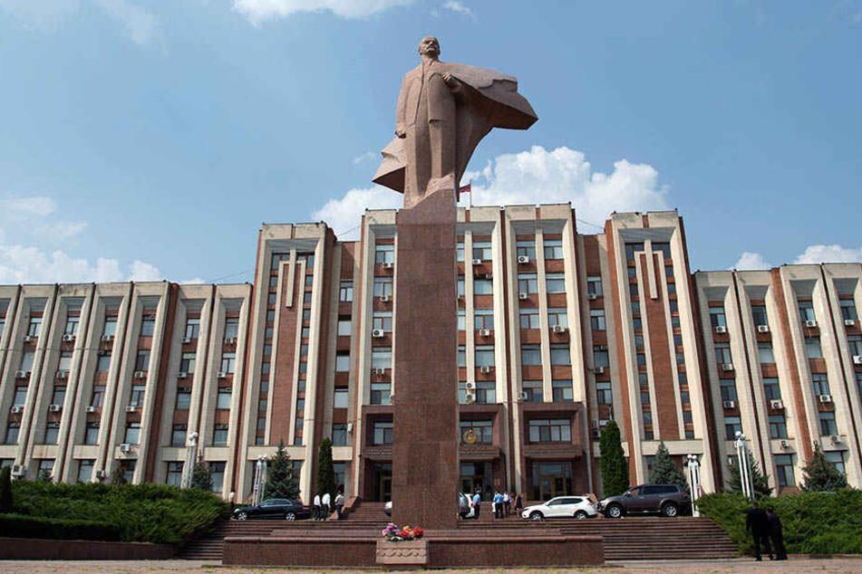 Die Lenin-Statue vor dem Parlament in Tiraspol. Die Partnerschaft von Eilenburg ist die Hauptstadt der abtrünnigen moldawischen Provinz Transnistrien.