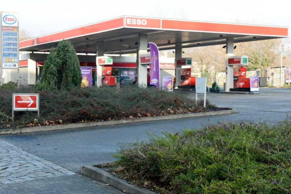 Die Esso-Tankstelle auf der Leipziger Straße wurde überfallen.