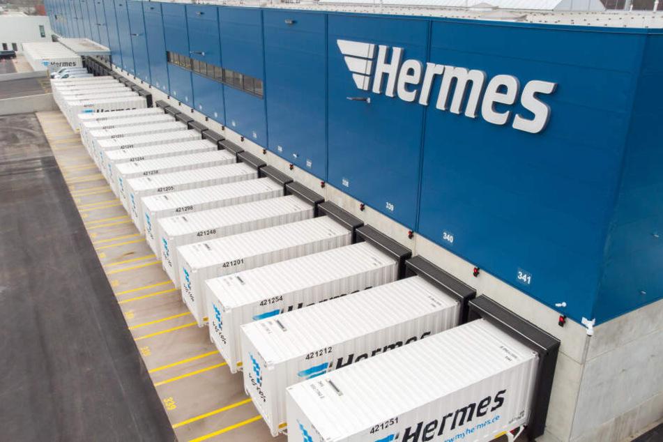 Das neue Logistikzentrum von Hermes am Leipziger Flughafen - bis zu 200.000 Paketsendungen sollen hier täglich sortiert und verschickt werden.
