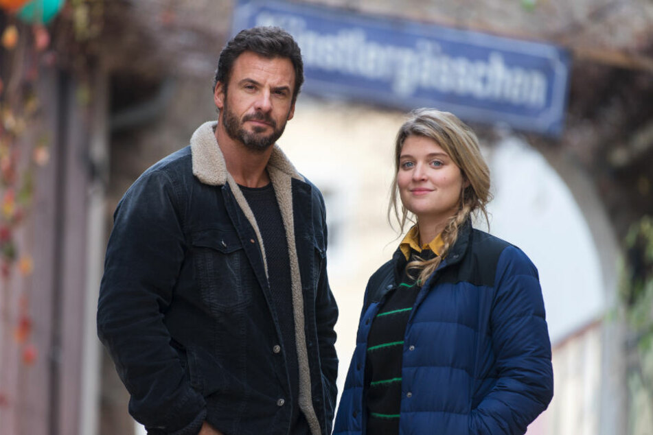 Ermitteln im Erzgebirge: Hauptkommissar Adam (Stephan Luca) und Assistentin Karina (Lara Mandoki).