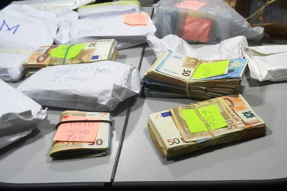 Zoll entdeckt bei Kontrolle fast 200.000 Euro und behält sie
