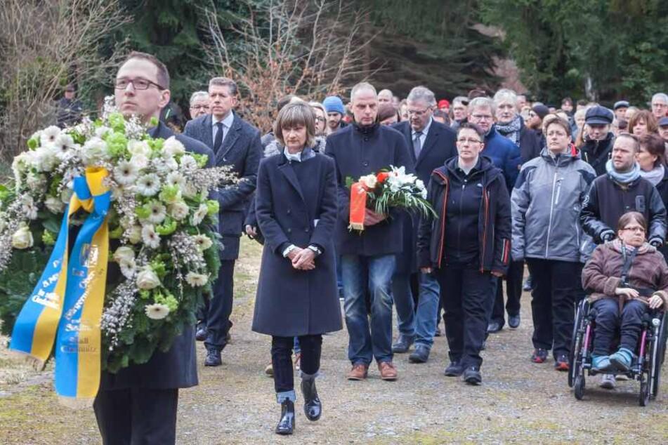 Mit einer Kranzniederlegung auf dem Städtischen Friedhof begann der  Chemnitzer Friedenstag.