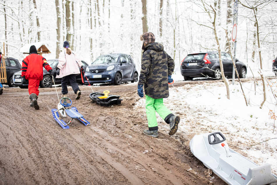 """Viele NRW-Wintersportgebiete weiter gesperrt, wieder """"total überfüllte"""" Parkplätze"""