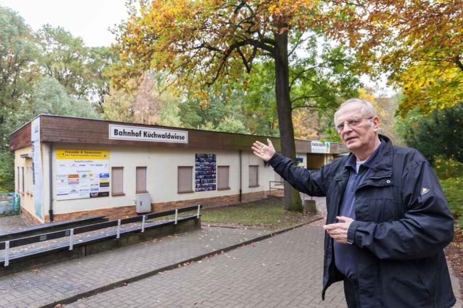 Der Parkeisenbahn-Bahnhof muss saniert werden. Ob Aufbau oder Neubau, muss  sich entscheiden, so Matthias Dietel (61).