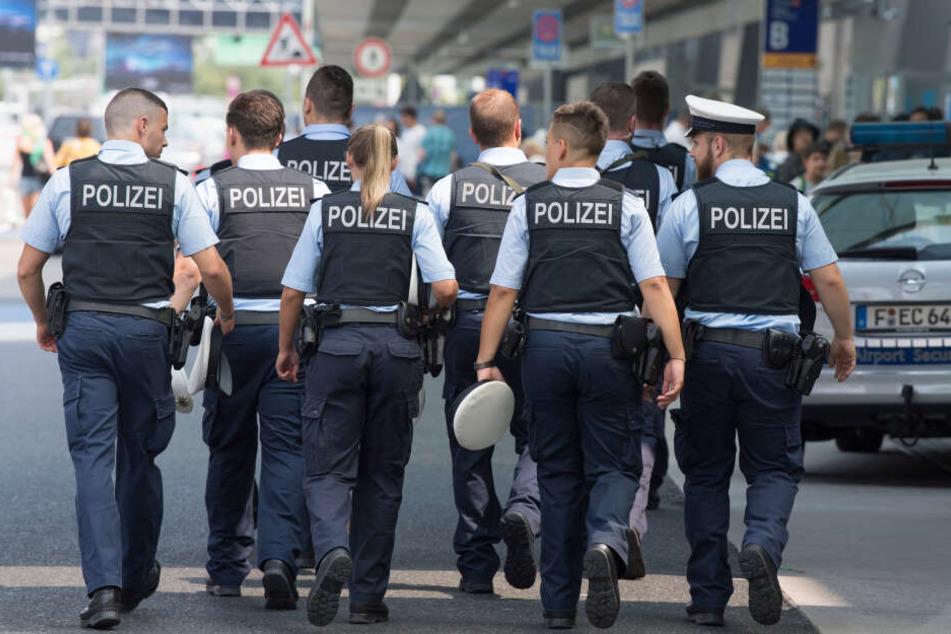 Vor allem unter jungen Polizisten ist ein Migrationshintergrund keine Seltenheit mehr (Symbolbild).