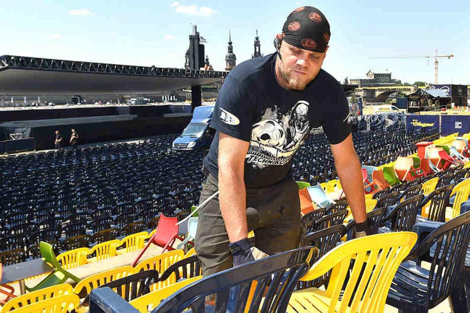 Für das Stühlerücken bei den Filmnächten ist Stefan Knoblauch (35, Leiter Umbau) zuständig.