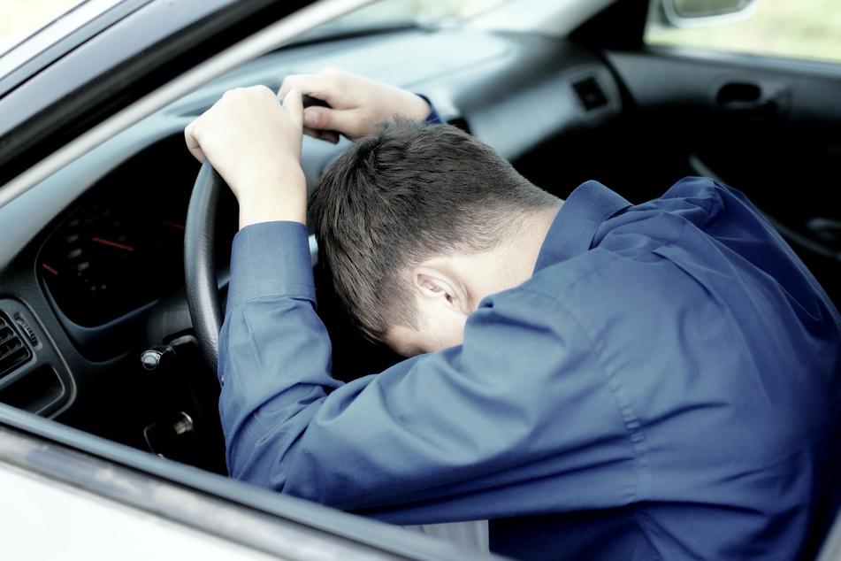 Ein Autofahrer (25) ist in Merseburg an einer Ampel eingeschlafen. Zeugen riefen die Polizei. (Symbolbild)
