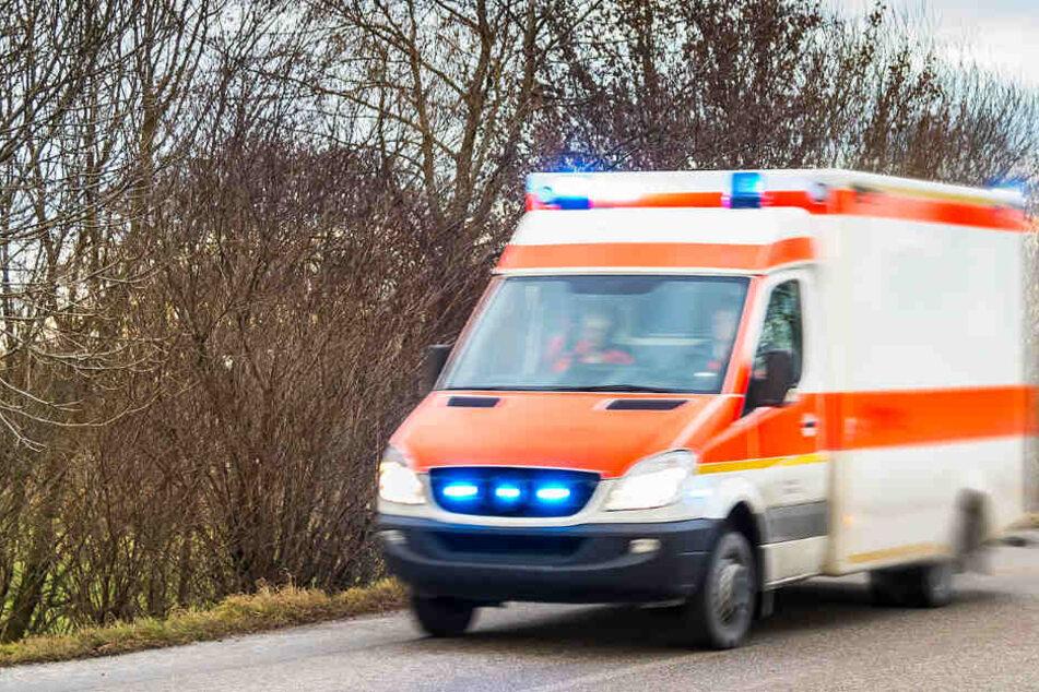 Die Verletzte musste ins Krankenhaus gebracht werden. (Symbolbild)
