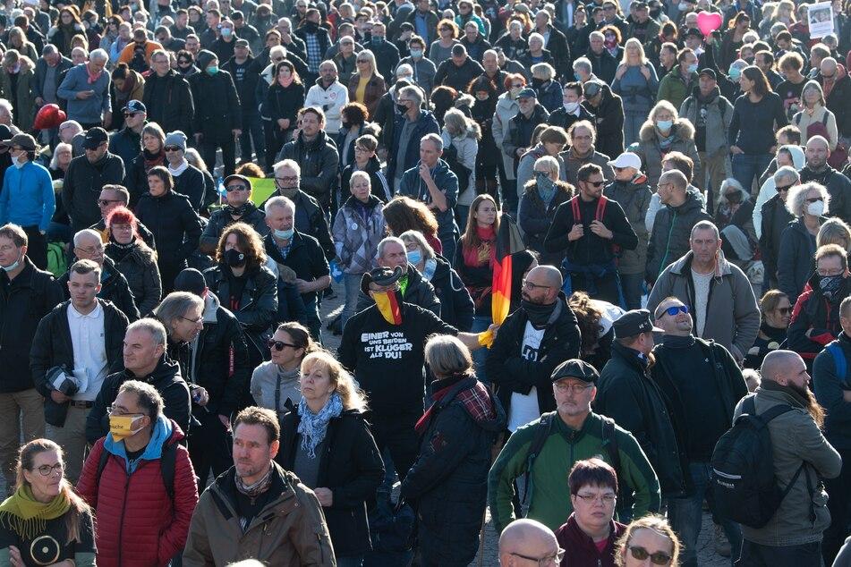"""Am Samstag vor einer Woche hatten in Leipzig tausende """"Querdenker"""" gegen die Corona-Maßnahmen demonstriert. Die Versammlung war schließlich aus dem Ruder gelaufen."""