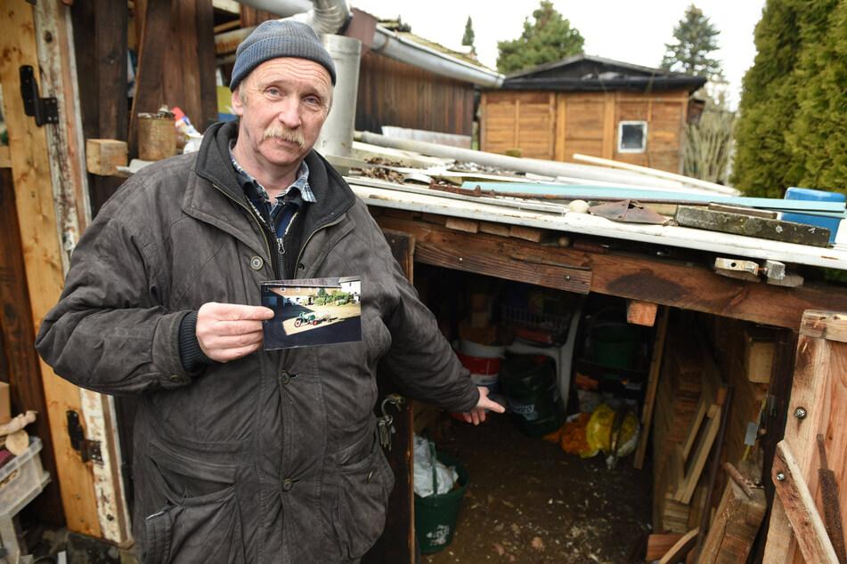 Andreas Grünert (55) zeigt, wo er sein einzigartiges Gefährt untergebracht hatte.