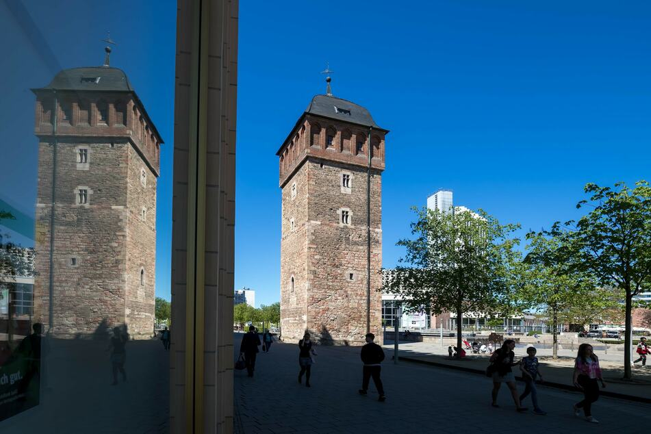 Bei dem Stadtrundgang wird auch der Rote Turm besucht.