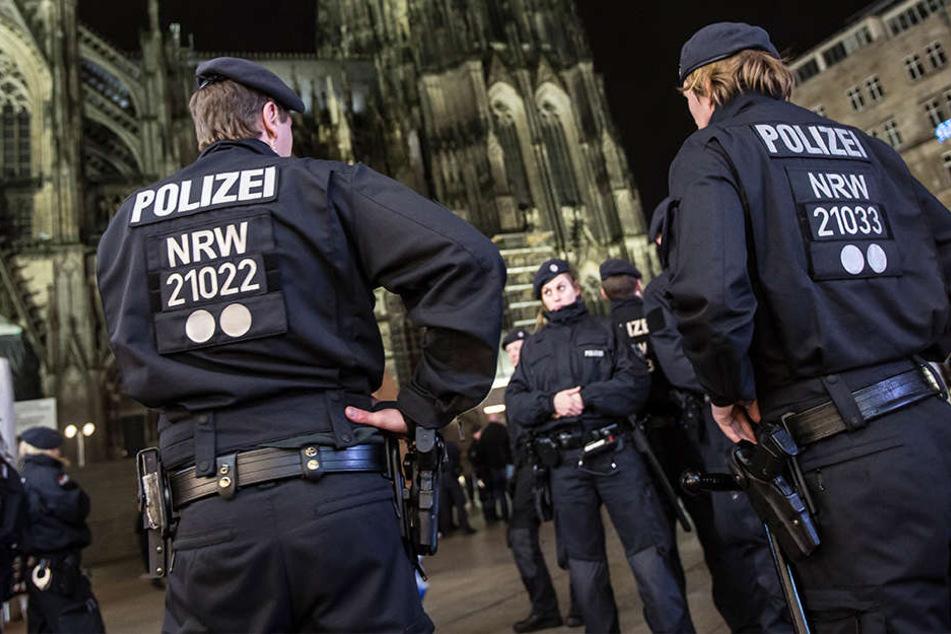4300 Mal wurde die Polizei in NRW in der Silvesternacht alarmiert. (Symbolbild)