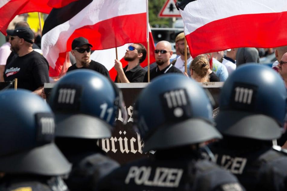 """Anhänger der rechtsextremen Kleinstpartei """"Die Rechte"""" demonstrierten im Juli in Kassel."""