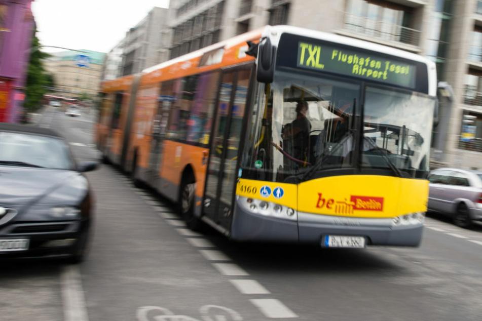 """Ein BVG-Bus mit der Aufschrift """"BeBerlin"""". Bald muss diese durch #WirSindEinBerlin ersetzt werden. (Symbolfoto)"""