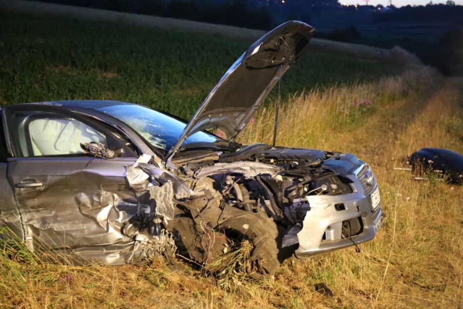 Die Familie wurde durch den Aufprall mit ihrem Wagen in einen Graben geschleudert.
