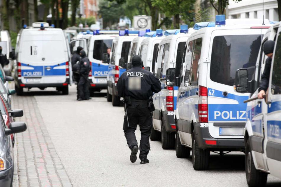 Bundesweit waren etwa 200 Polizisten im Einsatz. (Symbolbild)