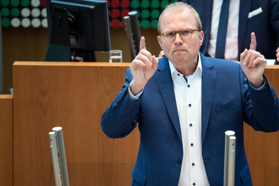 Wechsel- oder Distanzunterricht? SPD sieht Schulen nach Laschet-Vorstoß in Schwebezustand