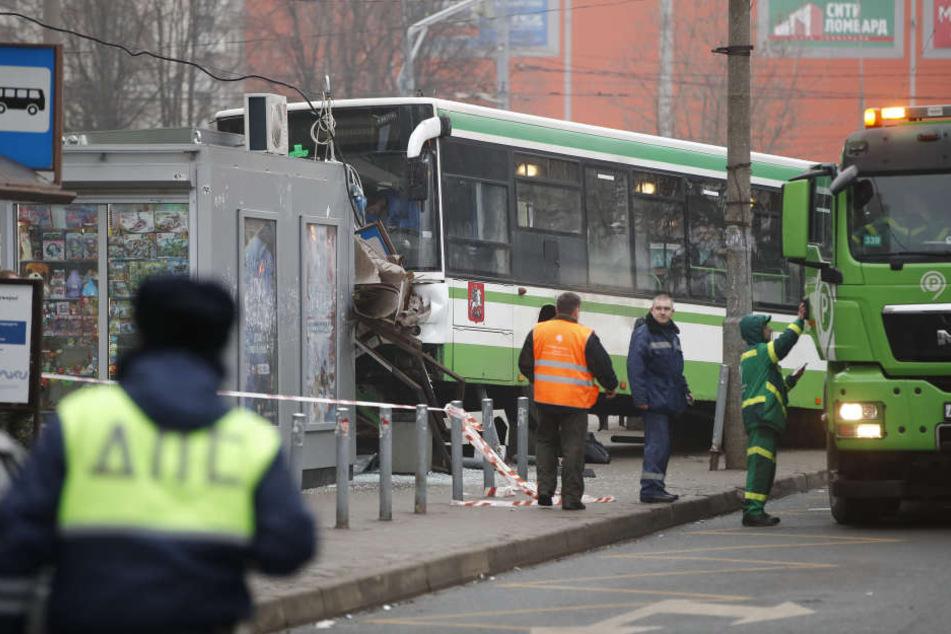 Schon wieder! Bus rast in Menschenmenge