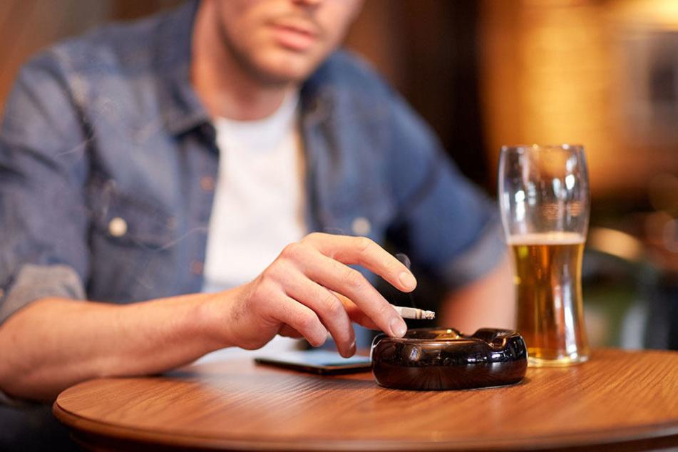 Nach Feierabend bleibt es oft nicht bei einem Bier. 27 Prozent der Teilnehmer trinken regelmäßig größere Mengen Alkohol.