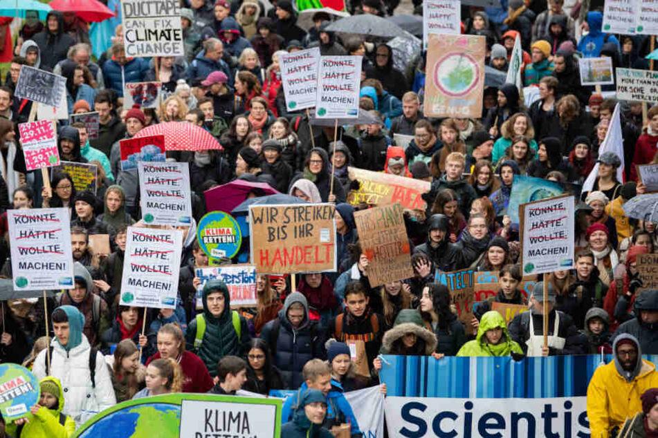 """""""Fridays for Future""""-Aktivisten bei einem Demonstrationszug am Freitag in Stuttgart."""