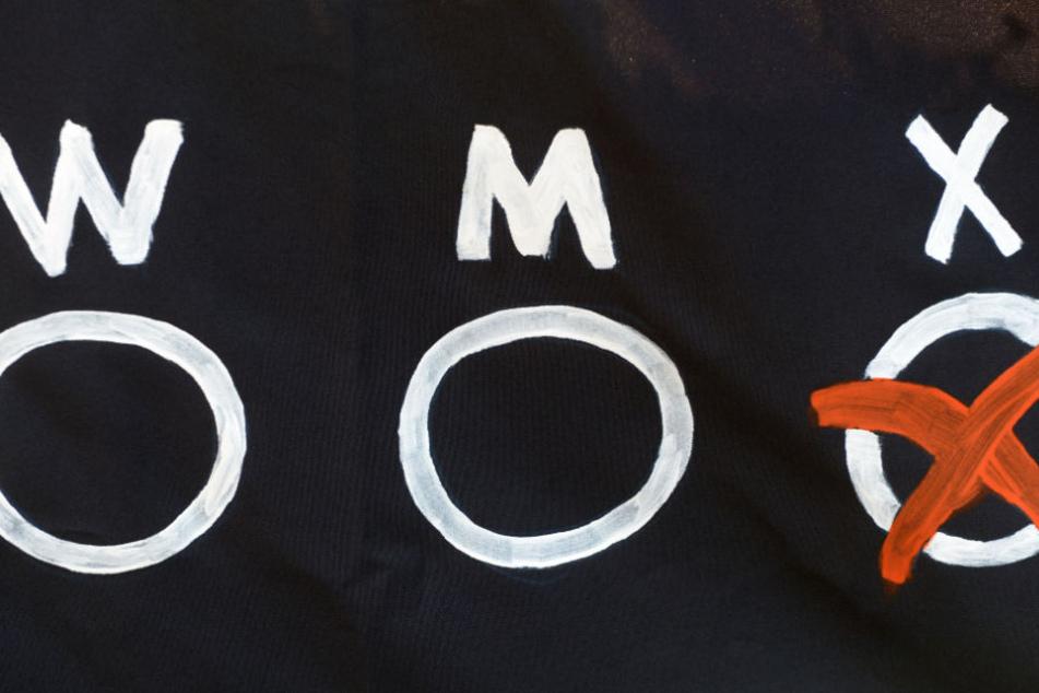 """Im Geburtenregister soll neben """"männlich"""" und """"weiblich"""" eine dritte Option geschaffen werden. (Symbolbild)"""