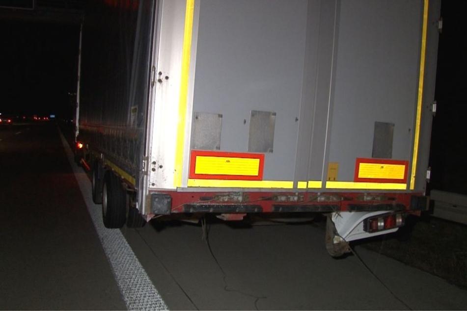 Auf der Autobahn 2 kam es in der Nacht zu einem Unfall zwischen einem Lkw und einem Pkw.