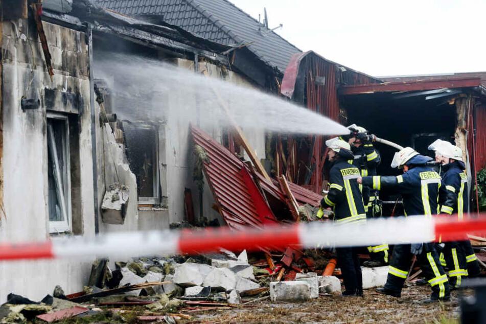 Die Feuerwehr löschte den Brand im Saunaclub.