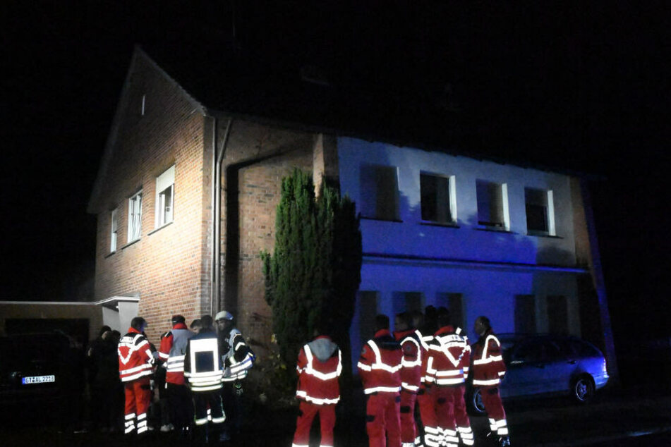 Die Einsatzkräfte mussten das gesamte Haus räumen.