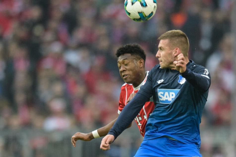 Das Hinspiel verlor die TSG mit 1:3 gegen die Bayern: Hoffenheims Pavel Kaderabek (r.) im Kopfballduell mit David Alaba (l.)