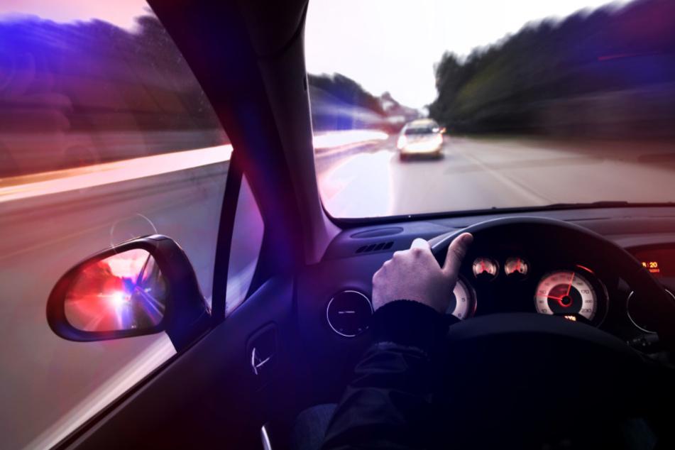 Wilde Verfolgungsjagd: Autofahrer flieht innerorts mit 170 Sachen vor der Polizei