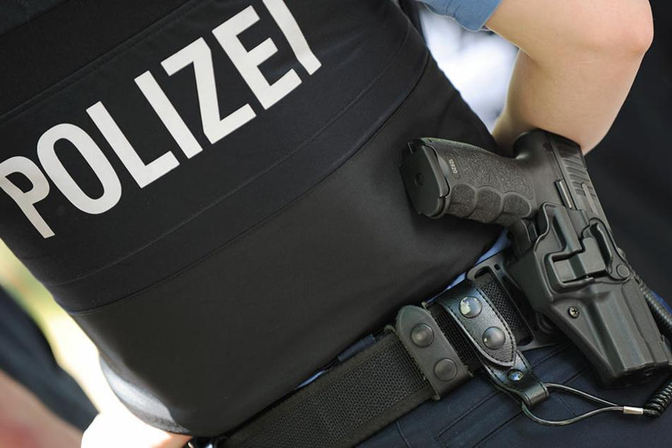 Die Polizei ermittelt nun wegen gefährlicher Körperverletzung gegen die Frau. (Symbolbild)