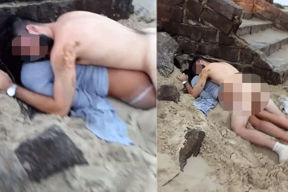 nackt am strand paar