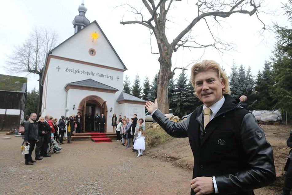 Tino Taubert (54) hatte 2011 die Idee zur konfessionslosen Kapelle. Die Kapelle ist eine offizielle Außenstelle der Standesamts in Hohenstein-Ernstthal.