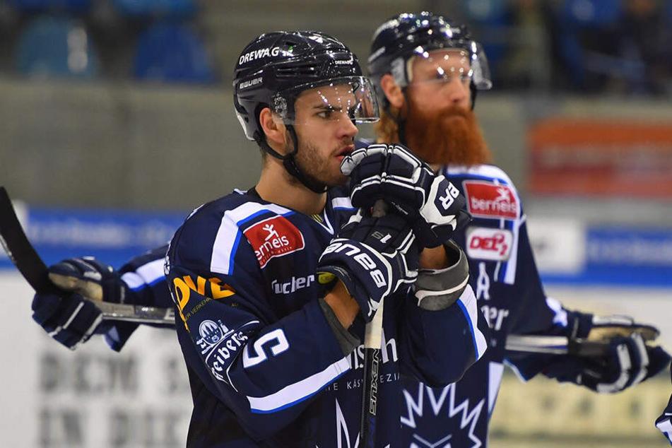 Sebastian Zauner (v.) haderte mit der Offensiv-Power der Eislöwen im vierten Viertelfinal-Spiel.