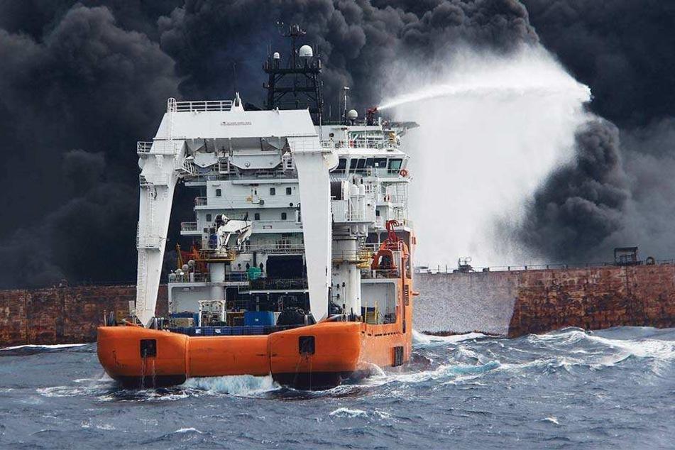"""Der Öltanker """"Sanchi"""" wird nach Angaben der chinesischen Behörde für die Sicherheit des Seeverkehrs wahrscheinlich explodieren und untergehen."""
