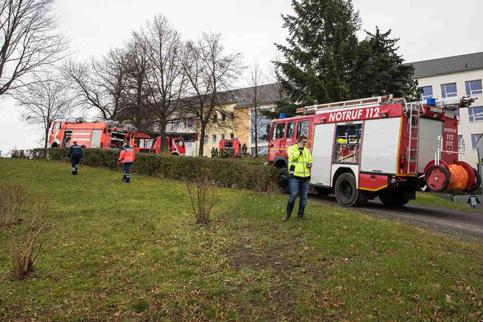 An der Grundschule Reusa in Plauen brennt es.