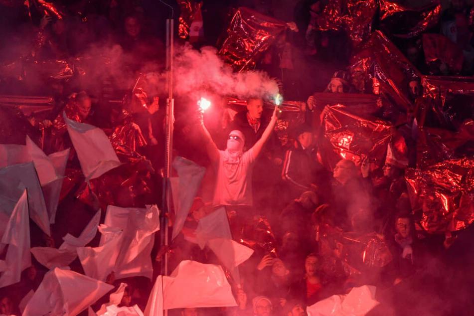 Köln-Anhänger bei einem Auswärtsspiel.