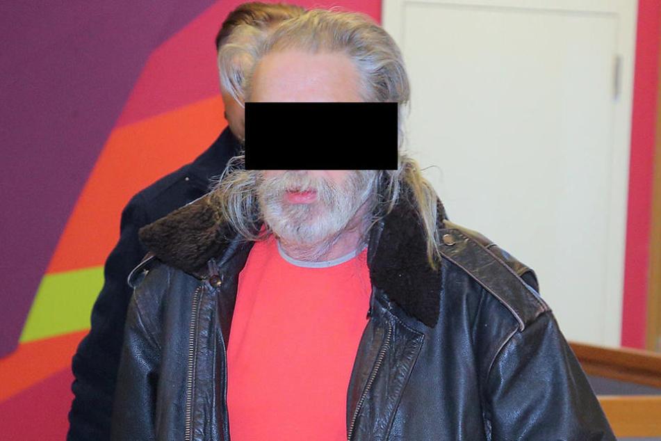 Matthias S. wurde von der Polizei ins Gericht gebracht, weil er den Prozess  schwänzte.