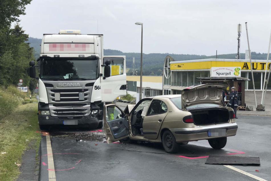 Auch die Reanimationsmaßnahmen konnten das Leben der Autofahrerin nicht mehr retten. (Symbolbild)