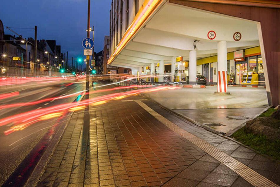 In der Nähe einer Tankstelle im Tempelhofer Weg eskalierte der Streit. (Symbolbild)