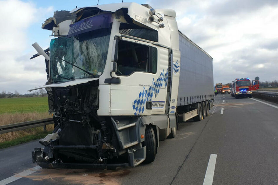 Der Lkw-Fahrer blieb bei dem Unfall unverletzt.