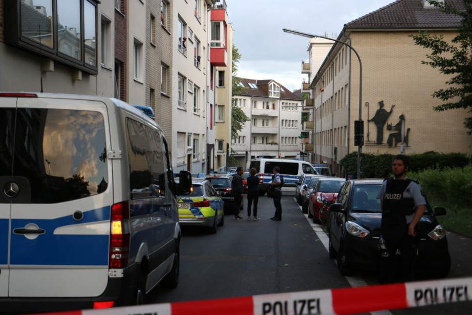 Der Bereich um den Tatort in der Kölner Innenstadt wurde weiträumig abgesperrt.