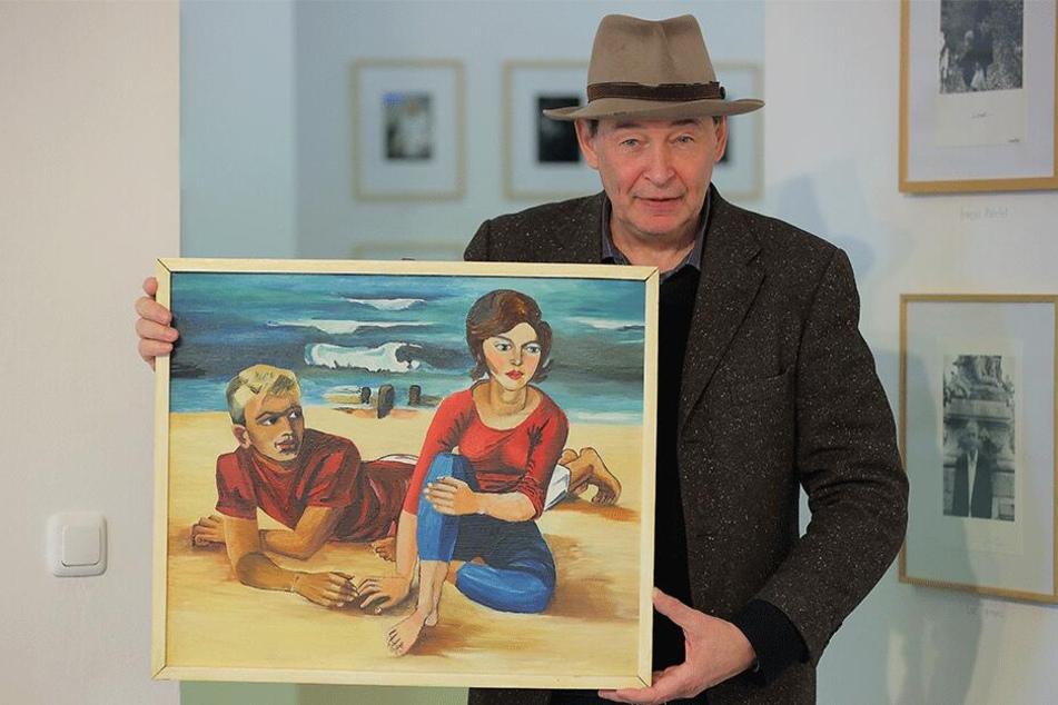 """Vorzeigestück: Galerist Holger John und eine Originalversion von """"Paar am Strand"""", in Öl auf Pappe gebannt durch Kult-Maler Walter Womacka."""
