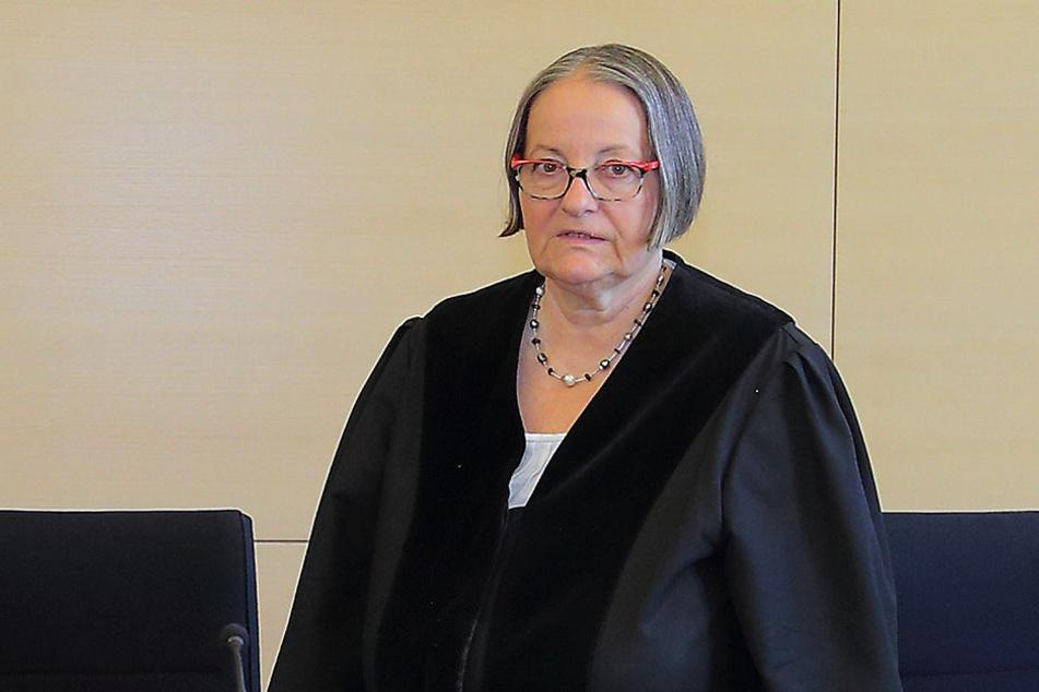 Richterin Birgit Wiegand wartet nun auf die Plädoyers der Verteidiger.