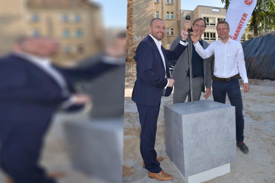 Von links: Lars Wenzel, Geschäftsführer der Johanniter-Akademie Mitteldeutschland, OB Burkhard Jung und Jörg Wimmer, Geschäftsführer des Investors basis/d bei der Grundsteinlegung.