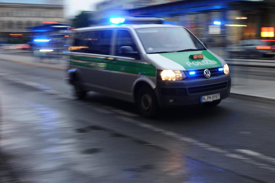 In Hannover löste ein reglos stehender Mann einen Großeinsatz der Polizei aus. (Symbolbild)