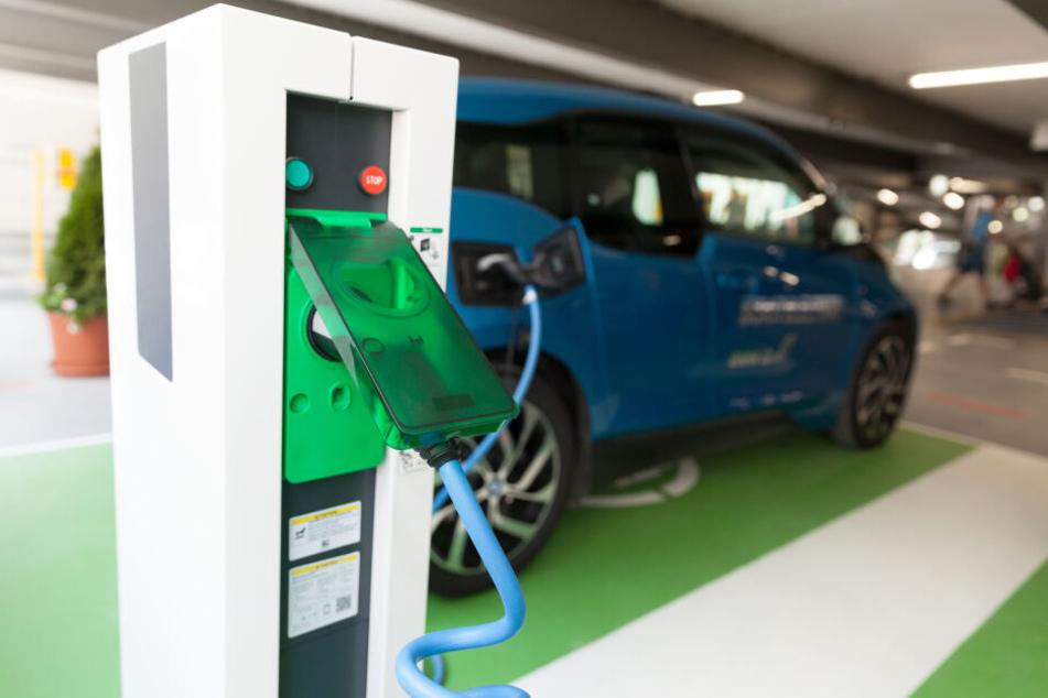 Die Zwickauer CDU/FDP-Fraktion fordert das erste Parkhaus nur für E-Autos.