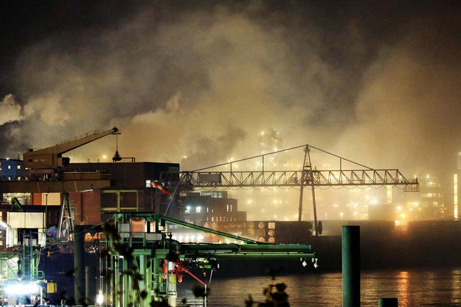 Im Chemiepark Leverkusen ist am Samstagabend ein Großbrand ausgebrochen.