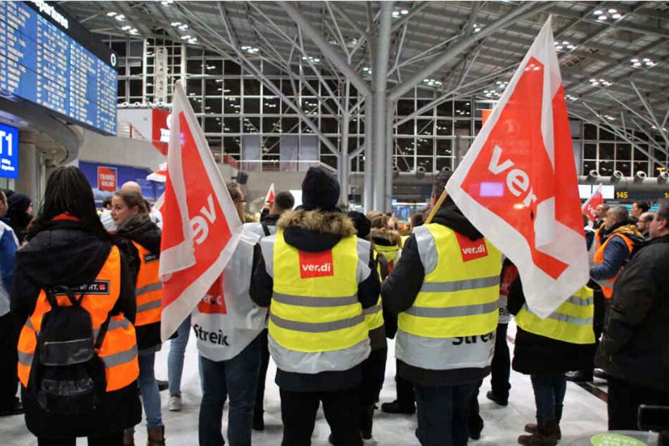 Streikende am Donnerstag am Stuttgarter Flughafen.